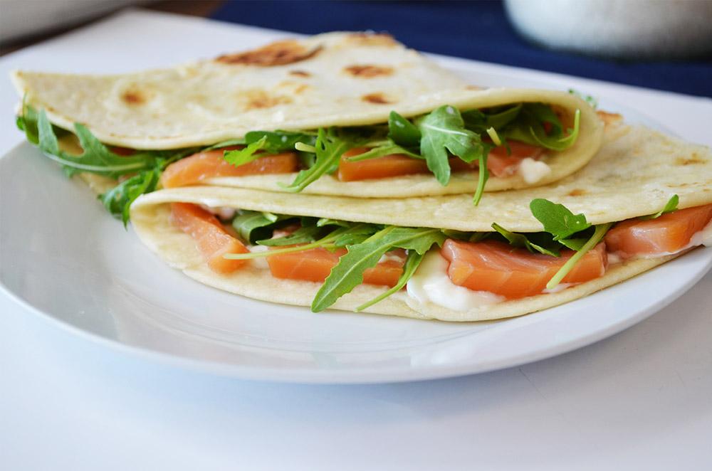 Piadina con salmone affumicato